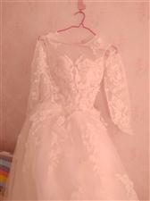 今年五月份结婚买的婚纱,长拖尾,买的时候...