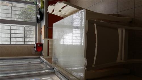 九成新家具转让,1.8米大床两张,带两个...