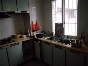 时代广场3室2厅2卫1550元/月