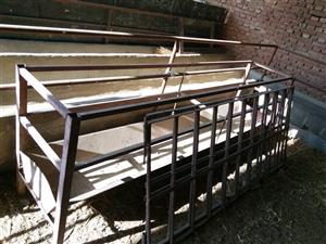 低价出售牛羊槽,架杆,粉碎杜,详细电联