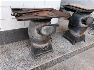 【炭炉子】家里有两个炭炉子,铸铁的,用了...