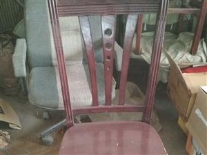出售二手椅子多少个转椅两个,尚有圆桌面....