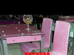 玻璃餐桌子 还有 4个椅子 八至九成新 400元原价1000多的