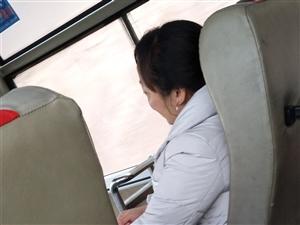 十二月十八号,早上九点半发往龙山的客车司机和乘务员态度特别好,我觉得所有的司机乘务员都应该像他们学习