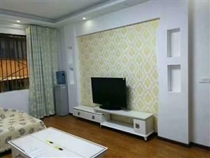 党政大楼对面,150平米4室2厅,木地板精装出售