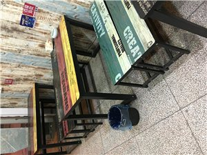 小吃店桌椅全套转让。ins风格小清新的~...