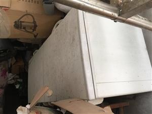 现有一批厨房设备和员工床低价处理,7成新...