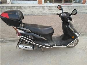 本人有一辆豪爵海王星125电喷黑色摩托车一辆,7月份买的,因有事外出,现低价转让!