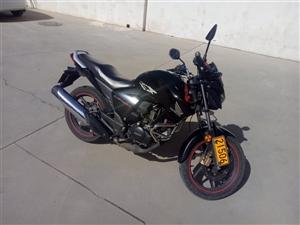 本人出售本田-150战神摩托车,8成新,可过户,原价13800,现低价出售。车行驶22000km,车...