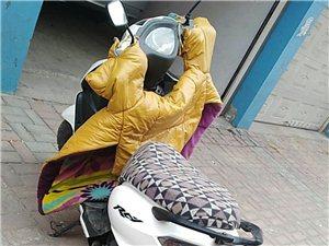 99成新摩托车,买时4500元大票,一共就骑了一个月,因买车了用不到了,低价处理,迁安市范围内有需要...
