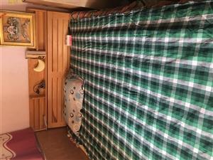 七里贤德苑2米乘1.5米双人实木床自己木材加工,四个格放很多东西,带床垫加厚的。带床头因搬家600元...