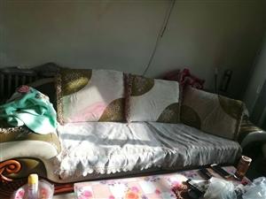出售一套沙发~   223团可看货~  价格好商量