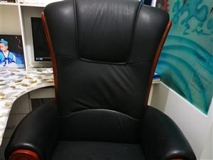 真皮老板椅,基本未使用,外观大气,原价4300元!