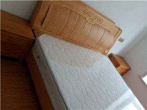 床加床垫,1.5米木质,很结实,很实用,九成新,要搬走急售,价格从优