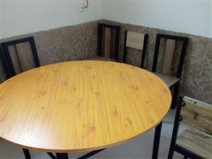 现有二手小吃厨具,保鲜柜,吧台,桌椅若干,有意者联系18832265070