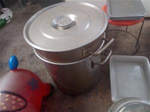 厨房用品,饭店不干了,便宜处理,要的联系,砂锅全新,没开封,都便宜处理了