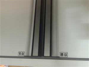 冷冻冷藏双温展示柜操作台。沿河中山门