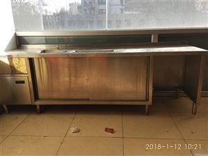 不锈钢水吧台,长2.4米,宽0.7米,高0.8米,低价出售,价格面议。
