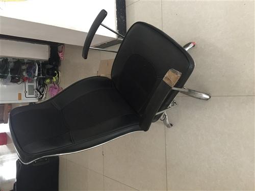 办公椅子2张,没有轮子