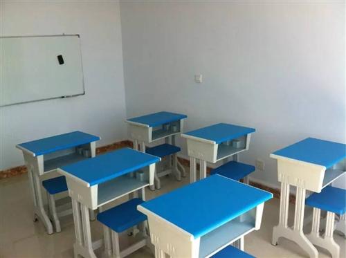学生辅导班用塑钢课桌凳15套,五层钢制书架3个,四层木制书架3个,挂式书写白板3块,折叠床一张,饮水...