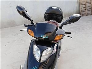 出售2009年豪爵125踏板摩托车,里程48000公里,车况很好,因买车闲置无用欲售。