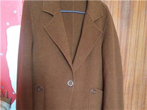 羊绒大衣,在第一夫人店里买的,只穿过两次,买的时候是800多,现在不想穿了,卖500元,有想要的给我...