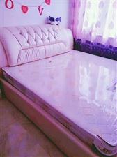 低价出售二手床,1米8乘2米,带床垫,刚买没多长时间。买时花三千多,现1500元,联系电话15384...
