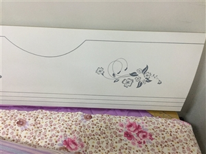 席梦思床和床垫,由于工作原因,现想出售,买来2个月了,床垫油纸还没撕,很新,买来1000多的,质量特...
