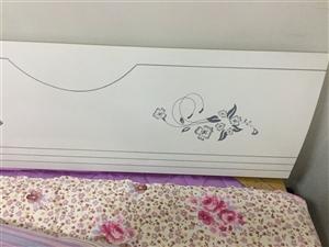席梦思床和床垫,由于工作原因,现想出售,买来2个月了,床垫油纸还没撕,很新。