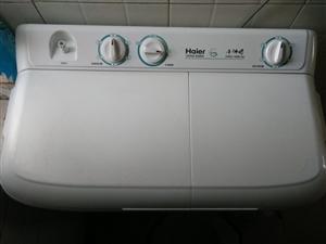 本人有一台九成新的海尔双缸洗衣机,有需要的朋友联系我