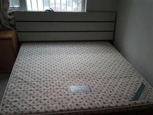 实木床加烟台吉斯床垫,因搬家转给有缘人