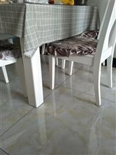 自家餐桌一套,大理石板面,包含6个凳子,白色,9.5成新。掌上明珠买的,3000元。现特价转让,10...