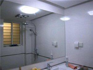 八成新大镜子低价出售。1.5mX2m一块。原来挂客厅。因搬家现在低价出售。有意者电话联系152093...