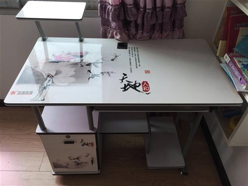9.5成新的电脑桌,无任何磕碰,和新的没啥区别,买过来也差不多要了三百大洋。现在一百块卖了,不还价。...