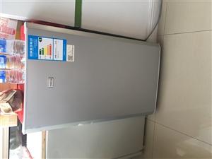 小冰箱 9成新。用了不到一年。功能完好。使用中。冷藏冷冻均可!六档可调!