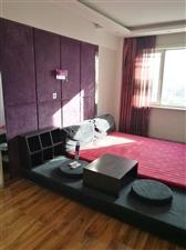 卖床,带床垫子1.8*2.0,侧面小桌可以撤掉,铺垫子变成大床2.4*2.0,售价500