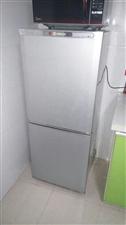 出售冰箱,一直在用,七八成新,只因换大的,所以出售。