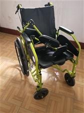 九成新轮椅,很干净,使用次数不多,非常好用的一款轮椅,我买了比较好的,而比较有色彩,人坐上去也舒服,...
