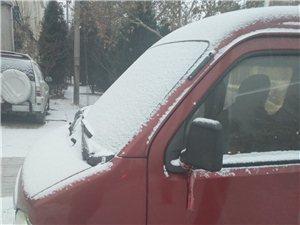 下雪路滑出行注意安全