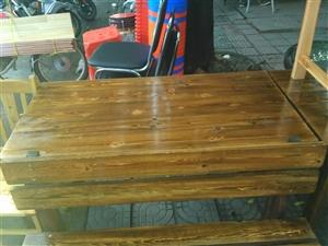 出售九成新餐桌椅子350一套一桌两椅十套,有意者电话联系18176631581,非诚勿忧