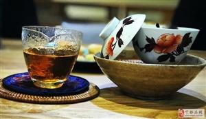 读书与喝茶挺Match的,正如我们即将到来的相遇