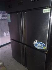 商用4门冰箱,商用2门冰箱也可以做操作台,4门冰箱价格2600,2门冰箱800,有意者联系我电话15...