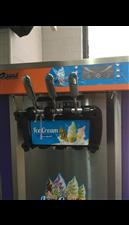 冰淇淋机,双缸可做三色冰淇淋9成新,有意者联系电话15186915356,非诚勿扰