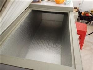1000多升的大冷柜转让,只在热天用过几次,现因转行,地方不够放,便宜转卖,外观新新,制冷快。有意者...