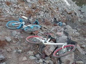 荆门市的共享单车去哪了?最近我发现在荆门多出被丢弃的共享单车,图片单车在东宝中学对面像是一个才休的停