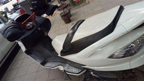 T5 大踏板摩托车,发动机型号150,行驶2500公里左右。价格面谈。