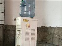 饮水机和一个纯净水空桶