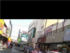 城中城步行街东西街垃圾成堆