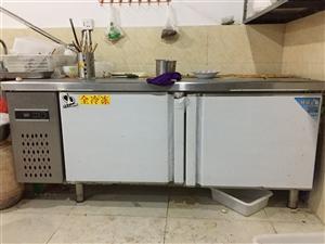 1:烫串串和冒菜的专用灶一台 2:两门1.2米冷藏展示柜一台 3:三门1.8米冷藏展示柜一台 ...