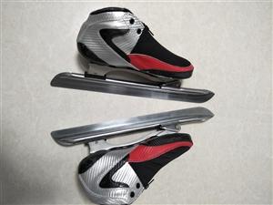 飞航冰鞋 ,沈阳飞航冰雪运动器材有限公司原厂生产 ,直接从厂家买的 大道内弹脱位冰鞋,42号 全新的...